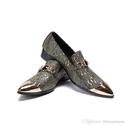 Canada Angleterre Style Fashion Iron Bouts pointus Slip On Loafers Hommes Nouvelle Mode Bouts pointus Tendance Business Leather Dress Chaussures supplier england fashion trends Offre