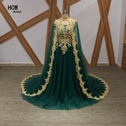 2019 manteaux verts pas cher Robes de bal longues 2019 tulle verte une ligne robes de soirée arabes avec des cristaux de dentelle d'or une ligne robe de bal longueur de plancher robe de bal pas cher manteaux verts pas cher pas cher