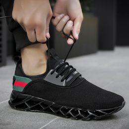 обувь больших размеров продажа Скидка Горячие Продажи мужские Лезвие Дизайнерские Кроссовки Большой Размер Fashion Trend Повседневная Обувь Мужчины Летающие Ткачество Дышащая Спортивная Обувь (7-13) Бесплатная Доставка