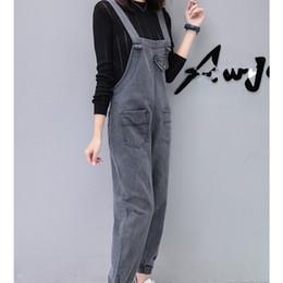 Джинсовый комбинезон с высокой талией онлайн-Spring Summer High Waist Women Denim Jumpsuits Solid Pockets Harem Jeans Jumpsuit Female Loose Casual Overalls