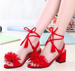 c18dda76d Nova Marca de couro Genuíno Borla Franja Camurça Mulheres Sandálias Rendas  Até Tornozelo Com Tiras De Salto Alto Sapatos de Casamento de Baile Mulher  ...
