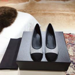 2019 vêtements de travail professionnels Printemps et automne mode cuir couture chaussures à talons bas chaussures de travail chaussures professionnelles hauteur de talon de 3CM vêtements de travail professionnels pas cher
