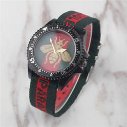 impermeable relojes de colores Rebajas Nueva Explosión Hombres Relojes Deportivos de Cuarzo Moda de Alta Calidad Colorido Nylon Militar Casual Vintage Hombre Cara de Abeja Reloj Impermeable