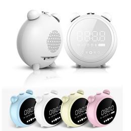 Enceintes numériques portables en Ligne-Digital LED réveil Snooze FM Radio haut-parleur sans fil Bluetooth avec fonction de la lumière de nuit écran LED pour les enfants