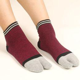 2019 новый носок два пальца ноги носки два носка елочкой осенью и зимой мужчины и женщины ald04 от