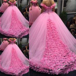 Vestido de quinceañera floral tren online-Vestidos de quinceañera 2020 Lujoso vestido de fiesta floral en 3D con hombros descubiertos Vestido de fiesta del tren de la catedral Sweety 15 Vestidos de disfraces para niñas