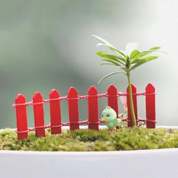 pc miniatura Sconti decorazioni per feste a tema 10 pz Mini Piccola Barriera di recinzione Miniature in legno legno Artigianato Fairy Palings Vetrina decorazioni per giardino casa JS0 ...