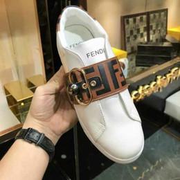 sapatos casuais elegantes Desconto Chique marca de mulheres de couro branco lace-up sapatilha moda homens carta impressão fivela de borracha pérola único sapatos casuais com caixa