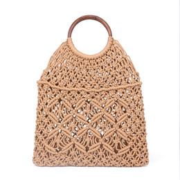 Rete pura online-2019 Popula Cotton Rope Hollow Straw Bag Sheer Macrame Tote Anello in legno Rattan Handle Net Bag Vintage Retro Chic Handbag