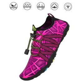 Zapatos aqua de goma online-Zapatos de verano para hombres Zapatos transpirables de agua para mujer Zapatillas de deporte de goma Zapatillas de playa para adultos Zapatos upstream Sandalias de natación Calcetines de agua para buceo