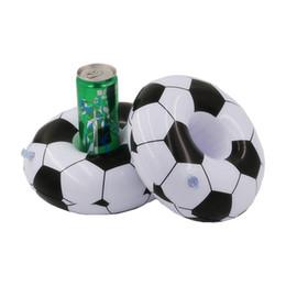 11d66b1f5 El titular de la bebida de la pelota de fútbol negro blanco diseñador para  suministros de piscina fútbol inflable asiento de la taza de agua flotante  ...