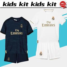 Juegos de kit de fútbol online-2019 Kids Kit Camisetas de fútbol del Real Madrid # 23 PELIGRO # 9 BENZEMA 19/20 Camisetas de Boy Soccer Conjunto infantil personalizado, uniformes de fútbol + pantalones