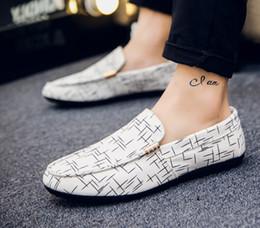 2019 sapatas grandes dos pés O envio gratuito de primavera dos homens sapatos casuais maré sapatos de ervilha dos homens conjuntos de pés preguiçosos respirável um pedal de sapatos masculinos tamanho grande sapatas grandes dos pés barato