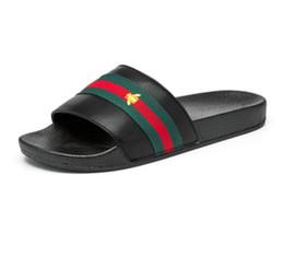 Тапочки для пляжей онлайн-Фирменные дизайнерские тапочки, шлепанцы из зелено-красной зеленой ленты, дизайнерские сандалии, дизайнерские горки, дизайнерская обувь, мужские пляжные тапочки G7.20