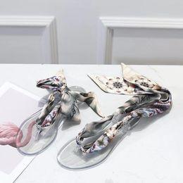 Wholesale 2019 Nuevo estilo de moda para mujer tacones planos de encaje alpargatas zapatos de cuero sandalias casuales de impresión de goma BB zapatillas Flip Flop
