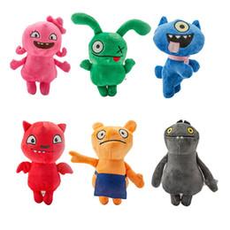 2019 giocattoli all'ingrosso delle bambine Film Ugly Un Reborn Dora Toy Kit Lint bambola della serie per bambini Comic American Girl pacchetto regalo Barbies Abiti Bambole di fabbrica