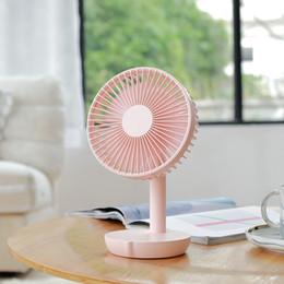 Kleine blaue fans online-2019 neue Tischventilator USB Kleine Desktop Fan 4000 mah Große Batteriekapazität Sommer Lüfter Weiß Rosa Blau Farbe