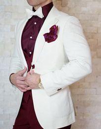 2019 hochzeitskleid männer elfenbein Mode Bräutigam Smoking Elfenbein Groomsmen Mens Wedding Dress Ausgezeichnete Mann Jacke Blazer Business-Anzug (Jacke + Pants + Weste + Tie) 1676 günstig hochzeitskleid männer elfenbein