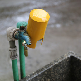 Fechaduras de banheiro on-line-Água de torneira de bloqueio para crianças tampa de segurança do bebê água da torneira de poupança de dispositivos bloqueável Início banheiro cozinha ao ar livre anti-roubo Acessórios