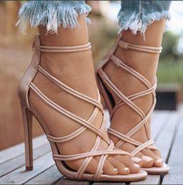 2019 sandalias de tacón sexy fiesta tamaño 11 Sandalias de gladiador sexy para mujer, charol negro, tacón de aguja de 11 cm, bombas de fiesta cruzadas atadas, talla grande 35-43 rebajas sandalias de tacón sexy fiesta tamaño 11