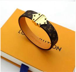 2019 pulseras de cuero id Venta caliente Brazaletes Remache 316 L de Acero Inoxidable de Titanio con cuero genuino Pulseras Joyería de Moda Para Las Mujeres pulsera regalo PS7225 rebajas pulseras de cuero id