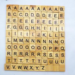blocchi di alfabeto Sconti 100pcs / Lot in legno alfabeto Scrabble piastrelle nero maiuscolo numeri minuscoli per artigianato in legno fai da te blocco giocattolo educativo