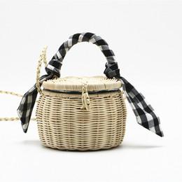 2019 petits sacs à main faits à la main Sac à main femme petit sac à main en bambou seau sac à main pour dames été tissé à la main petit sac à bandoulière en paille sacs de plage petits sacs à main faits à la main pas cher