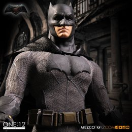 figuras de ação do batman Desconto MEZCO Alvorada da Justiça: Batman One: 12 Coletiva de Alta Qualidade BJD Action Figure Toys