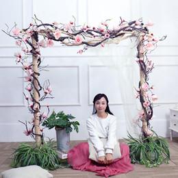 2020 decorazione di rami pendenti magnolia ghirlanda di fiori finti rami Magnolia Wedding le decorazioni vite dell'edera fiori artificiali parete Arco Decor Hanging fiori SH190920 decorazione di rami pendenti economici