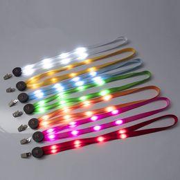 2019 cordas de luz led Luz LED Up Lanyard Chaveiro Chaves de ID Titular 3 modos de piscar pendurados corda 7 estilos RRA2170 desconto cordas de luz led