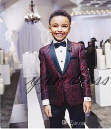 traje de niños blancos solapas de satén Rebajas Nueva impresión Boy esmoquin 2020 Un botón de solapa Mantón de boda por encargo de los trajes del niño trajes de dos piezas (chaqueta + Pants + tie)