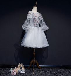 Abito / abito da ballo corto abito da ballo corto manica corta in pizzo con perline fiore grigio flare formato doganale personalizzato 100% reale da bordare l'abito di sfera di ricamo fornitori