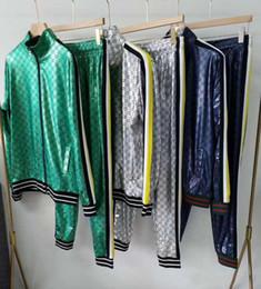 chándal hombre negro amarillo Rebajas 2019 diseñador de moda para hombre Medusa chaqueta con capucha y pantalones sudadera ropa deportiva ropa deportiva para hombre chaqueta chaqueta informal sudadera 2XL
