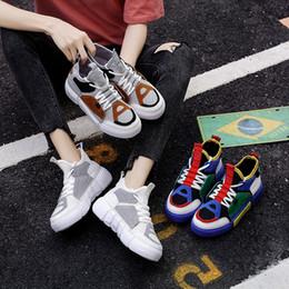 scarpe da ginnastica bianche coreane Sconti 2020 nuova versione coreana delle scarpe da tennis delle donne di scarpe da passeggio da tennis delle scarpe da tennis piana di modo i Paese marea piccole scarpe bianche donna
