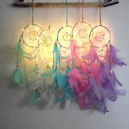 carillones hechos a mano Rebajas Luz LED Dream Catcher Plumas Hechas A Mano Coche Hogar Colgante de Pared Decoración Adorno Regalo Dreamcatcher Wind Chime navidad regalos de cumpleaños