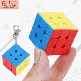 Argentina 2019 New Rubik's Cube Llaveros Mini Magic Cube 3x3x3 Competencia Speed Cube Keychain Protector para niños Decoraciones de juguete SP2135 Suministro