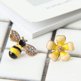 Deutschland Frauen Mädchen Temperament Persönlichkeit Ohrringe Asymmetrische Blume Ohrstecker Biene Ohrschmuck Koreanische Elf cheap elf earrings Versorgung