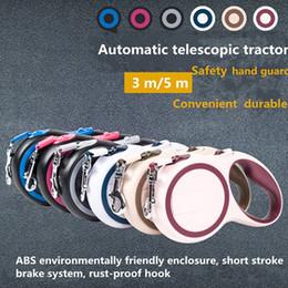 2019 cor de chumbo Trelas automáticas de duas cores do cão para estender automaticamente a corda de ligação da corda da tração de 3m / 5m cor de chumbo barato