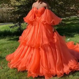 2020 vestidos de laranja  Chic Fire Orange Tiered Tutu Prom Dresses 2020 Prom Gowns With Puff Full Sleeves Off The Shoulder Party Dress Vestido Formatura vestidos de laranja  barato