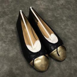 Chaussures variées en Ligne-2019 chaussures de mocassins en cuir avec boucle Marque Mode Hommes Femmes une variété de pantoufles de style Ladies Casual Flats 34-41 xne135