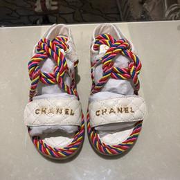 Pantoufles de sandale de paille en Ligne-Stylistes de luxe pour femmes pantoufles sandales de mode de mode antidérapantes été sandales mi-pailles drag de plage chaussures causales avec boîte