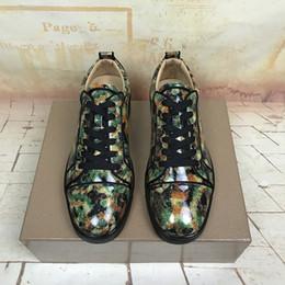 Zapatos de boda rojo oscuro online-Zapatos de skate bajos Marca Red Bottom Junior Spiked Sneaker Verde oscuro Inyección de tinta incorporada liso Charol Vestido de fiesta de boda de lujo Super Qua
