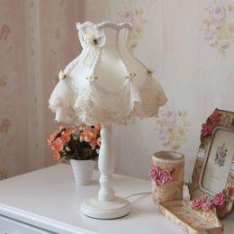 2019 lampade da camera di principessa Lampada bianca di arte del panno europeo Princess Room Girl Camera da letto camera da letto lampada da tavolo campo piccolo tavolo di pizzo fresco