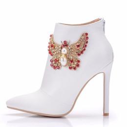Pointillé à pointe blanche en Ligne-Cristal De Mode Femmes Escarpins Sexy Talons Chaussures De Mariage Solide Toe Toe Stiletto Arc Femmes Chaussures Blanc Dames Bottines