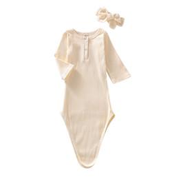 2019 strickte nachthemden Neugeborenes Kind-Knit Cotton Schlafkleid Baby-Solid Color Nightgowns Nachtwäsche weiche Schlafsäcke mit Stirnband rabatt strickte nachthemden