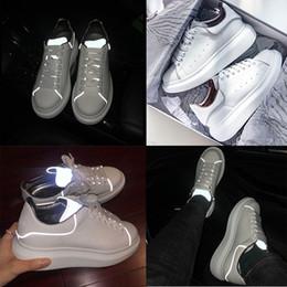 2020 zapatos de plataforma chica plana Diseñador REFLECTIVO Zapatos de plataforma para niña Mujer Hombre blanco negro Zapatos de plataforma de cuero Planos Casual Fiesta Boda Deportes tamaño 36-44 zapatos de plataforma chica plana baratos