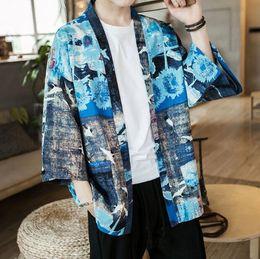 kimono japonés azul Rebajas Kimono de verano japonés chaqueta de punto de los hombres delgada azul floral chaqueta de kimono hombres Streetwear chaqueta de abrigo masculino