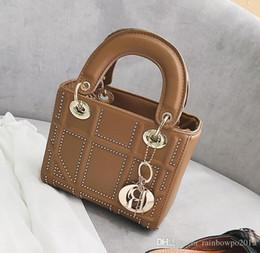 Palhaço bolsa mensageiro on-line-Marca de fábrica de fábrica bolsa das mulheres bolsa de diamante clássico tendência bolsa Coringa de diamante bolsa de ombro de couro moda rebite saco do mensageiro