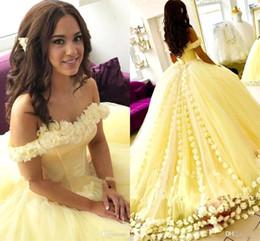vestido amarillo con cuentas Rebajas Amarillo nueva moda vestido de bola vestidos de quinceañera fuera del hombro barrido a mano tren dulce 16 vestidos Vestidos de baile vestidos de quinceañera