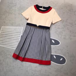 Robes midi ivoire en Ligne-Designer 2019 Ivoire Patchwork Lettre Imprimer robe des femmes manches courtes V Milan Runway Dress 278128